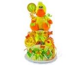 Windeltorte / Pamperstorte > Babygeschenk für Mädchen und Jungen in schönem Orange-Gelbton // Geschenk zur Geburt, Taufe, Babyparty // originelles und praktisches Geschenk für Babys